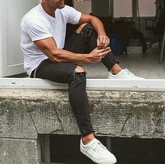 For a comfortable-as-your-couch outfit, reach for a white crew-neck t-shirt and black ripped skinny jeans. Channel your inner Ryan Gosling and throw in a pair of white leather low top sneakers to class up your ensemble. As sunny days set in, it's time for easy and breezy getups like this one.