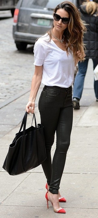 How to wear: white crew-neck t-shirt, black leather skinny jeans, red pumps, black tote bag
