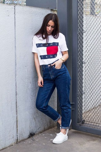 How to wear: white print crew-neck t-shirt, blue boyfriend jeans, white low top sneakers, gold watch
