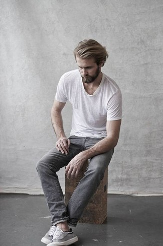 How to wear: white crew-neck t-shirt, grey jeans, grey canvas low top sneakers