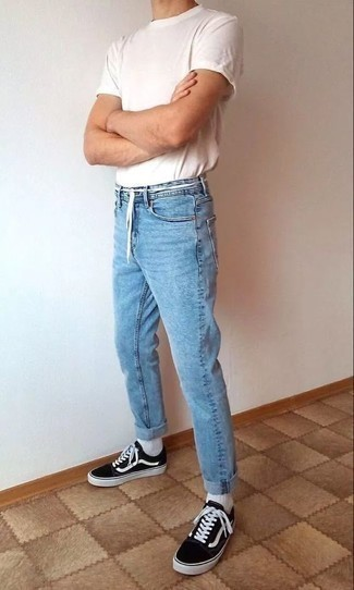 Men's Looks & Outfits: What To Wear In Hot Weather: This pairing of a white crew-neck t-shirt and light blue jeans is on the casual side but is also sharp and really sharp. If you're clueless about how to round off, complete your ensemble with a pair of black and white low top sneakers.