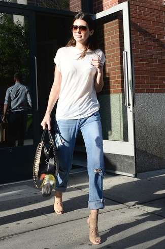 How to wear: white crew-neck t-shirt, light blue ripped boyfriend jeans, beige suede heeled sandals