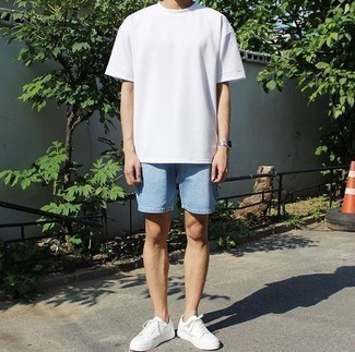 How To Wear Light Blue Denim Shorts With White Sneakers In Your 20s For Men: This relaxed pairing of a white crew-neck t-shirt and light blue denim shorts is extremely easy to put together without a second thought, helping you look dapper and prepared for anything without spending a ton of time combing through your wardrobe. For a more casual take, why not complete this look with a pair of white sneakers?