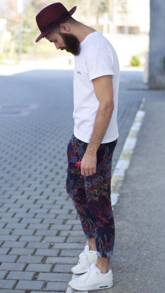 How to Wear Blue Floral Chinos: Hard proof that a white crew-neck t-shirt and blue floral chinos look amazing when you pair them up in a relaxed look. And if you want to effortlessly dial down this look with one single item, why not introduce a pair of white athletic shoes to your look?