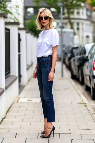 How to wear: white crew-neck t-shirt, navy jeans, black lace pumps