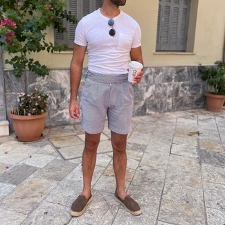Charcoal Sunglasses Outfits For Men: Putting together a white crew-neck t-shirt and charcoal sunglasses will prove your skills in menswear styling even on weekend days. Complete your look with dark brown suede espadrilles to jazz things up.