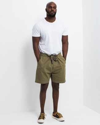 How to wear: white crew-neck t-shirt, olive shorts, mustard canvas low top sneakers
