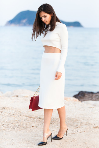 Consider pairing a white cropped sweater with a white pencil skirt to effortlessly deal with whatever this day throws at you. Take a classic approach with the footwear and rock a pair of black leather pumps.