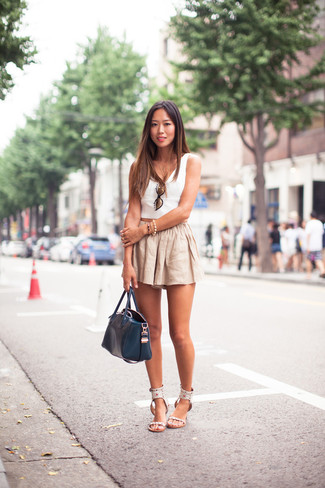How to wear: white cropped top, beige linen shorts, white leather flat sandals, navy leather tote bag