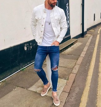How to wear: white denim jacket, white crew-neck t-shirt, blue ripped skinny jeans, beige suede tassel loafers