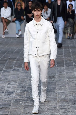 Dress in a white denim jacket and AG Adriano Goldschmied The Matchbox for a trendy and easy going look. To break out of the mold a little, go for a pair of white athletic shoes. As this combination clearly shows, you can't think of a better choice for hot weather.