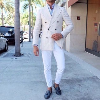 How to Wear a White Double Breasted Blazer For Men: For something on the smart casual side, try this combination of a white double breasted blazer and white chinos. Up the style ante of your outfit by finishing off with navy leather tassel loafers.