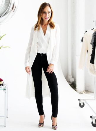 How to wear: white duster coat, white sleeveless top, black tapered pants, black embroidered suede pumps