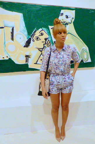 Beyonce wearing White Floral Playsuit, Beige Leather Pumps, Beige Leather Satchel Bag