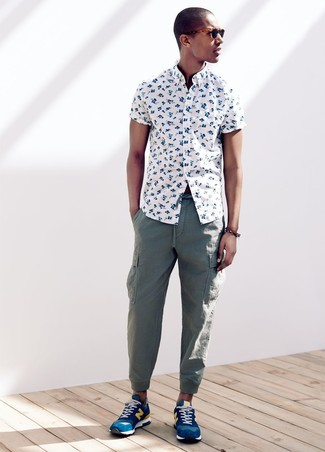 How to Wear Blue Athletic Shoes For Men: A white floral short sleeve shirt and green cargo pants are the kind of a winning casual outfit that you need when you have no extra time to dress up. To infuse a touch of stylish effortlessness into your outfit, introduce a pair of blue athletic shoes to the mix.