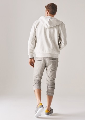 How to wear: white hoodie, beige sweatpants, grey low top sneakers