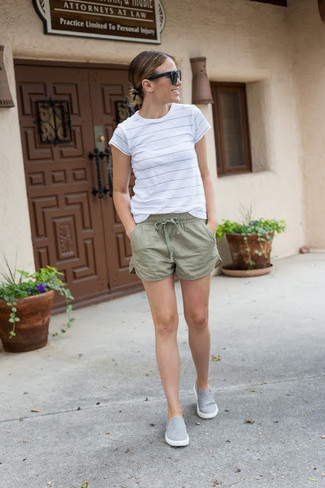 For those of you who like the comfort look, rock a white striped crew-neck tee with olive green shorts. Why not add sneakers to the mix for a more relaxed feel? Seeing as it's extremely hot outside, this look is great and entirely summer-friendly.