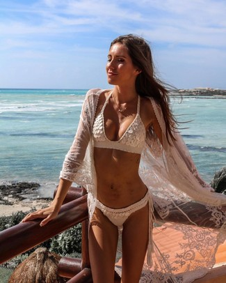 How to wear: white lace kimono, white crochet bikini top, white crochet bikini pant