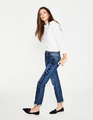 How to wear: white ruffle lace long sleeve blouse, blue embroidered jeans, black suede loafers