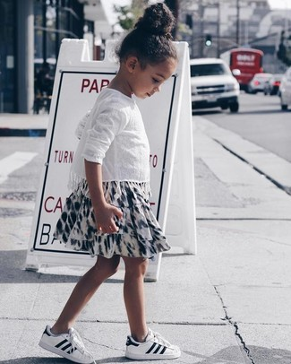 How to wear: white lace long sleeve shirt, white and black print skirt, white sneakers