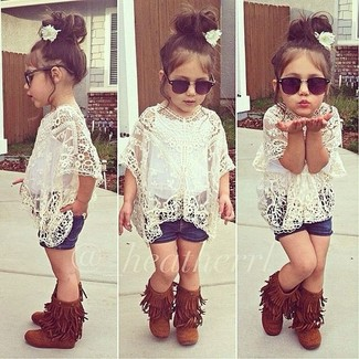 How to wear: white lace t-shirt, navy denim shorts, tobacco uggs