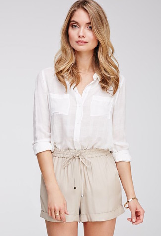 Master the effortlessly chic look in a white linen dress shirt and Rag & Bone Ashbury Cotton And Linen Blend Shorts. We love how great this ensemble is when real summer weather settles in.