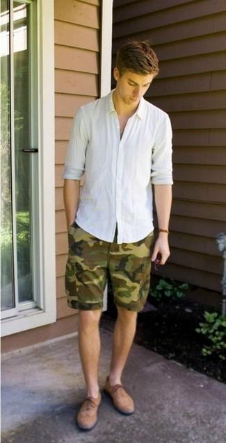 How to wear: white linen long sleeve shirt, olive camouflage shorts, tan suede brogues