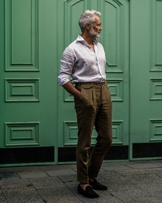 Dark Green Pants with White Shirt Hot Weather Outfits For Men: Pair a white shirt with dark green pants if you're aiming for a clean, sharp look. Go off the beaten track and switch up your outfit by finishing off with black velvet loafers.