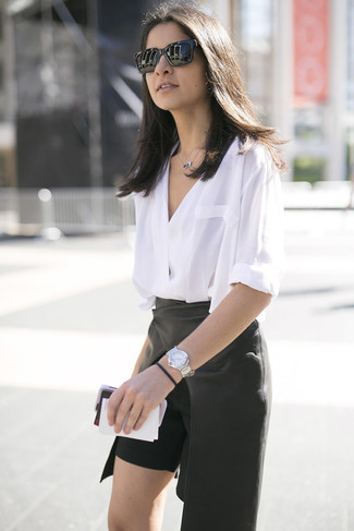 Silver Watch Outfits For Women: Show off your expert styling by wearing this casual combination of a white long sleeve blouse and a silver watch.