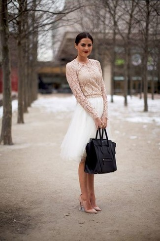 This combination of a white lace long sleeve blouse and a white tulle full skirt combines comfort and practicality and allows you to keep it clean yet contemporary. As for the shoes, throw in a pair of beige leather pumps. An outfit like this is perfect for transitional weather.