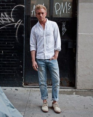 How to Wear Beige Suede Derby Shoes: This pairing of a white long sleeve shirt and light blue jeans will hallmark your expertise in menswear styling even on off-duty days. Why not take a classic approach with shoes and add a pair of beige suede derby shoes to your look?