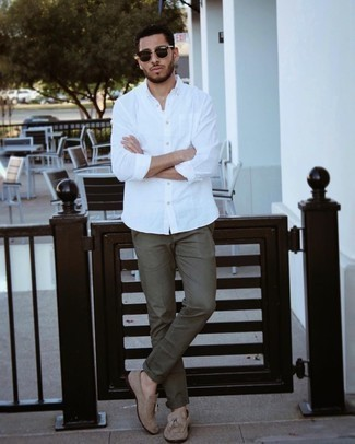 Men's Outfits 2021: If it's ease and practicality that you love in menswear, go for a white long sleeve shirt and olive chinos. Turn up the formality of this ensemble a bit by wearing a pair of tan suede tassel loafers.