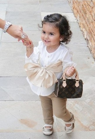How to wear: white long sleeve shirt, tan trousers, silver ballet flats