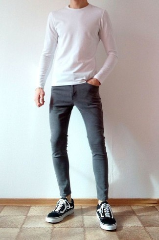 How to Wear Grey Skinny Jeans For Men: Team a white long sleeve t-shirt with grey skinny jeans to assemble a seriously sharp and current laid-back outfit. Feeling transgressive? Polish off your outfit with a pair of black and white canvas low top sneakers.