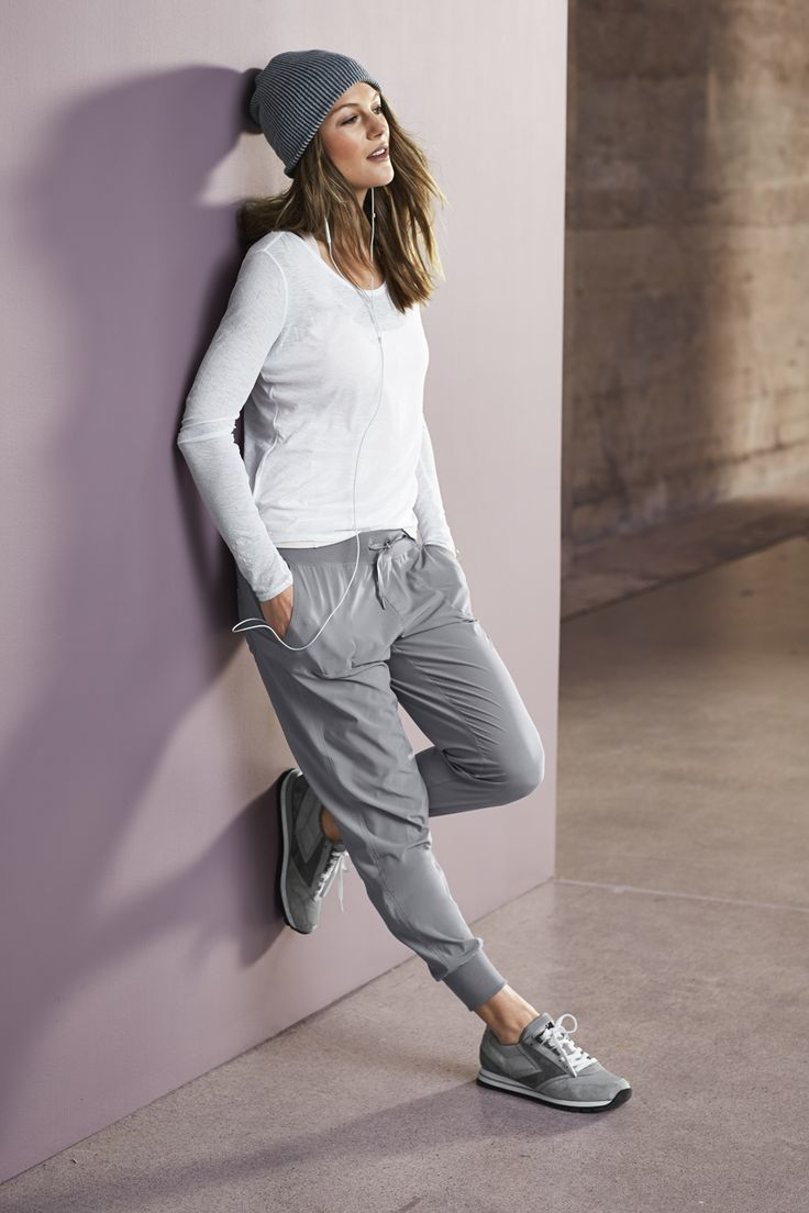 How To Wear Grey Sweatpants With A White Long Sleeve T Shirt 3