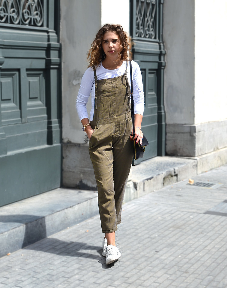women 39 s white long sleeve t shirt olive overalls white low top sneakers black leather. Black Bedroom Furniture Sets. Home Design Ideas