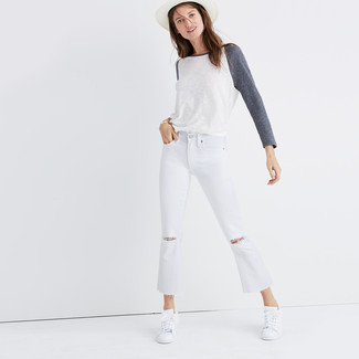 How to wear: white long sleeve t-shirt, white ripped flare jeans, white low top sneakers, white straw hat
