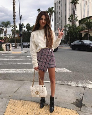 How to Wear a White Quilted Leather Satchel Bag: The formula for relaxed style? A white knit oversized sweater with a white quilted leather satchel bag. And if you want to easily kick up your getup with one single piece, complement your outfit with a pair of black leather ankle boots.