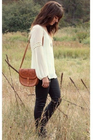 A peasant blouse with black skinny pants has become an essential combination for many style-conscious girls.