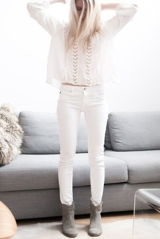 Consider pairing a peasant blouse with white skinny jeans for a standout ensemble. Add a glam twist to your ensemble with grey suede ankle boots. Warmer days call for lighter combinations like this one.