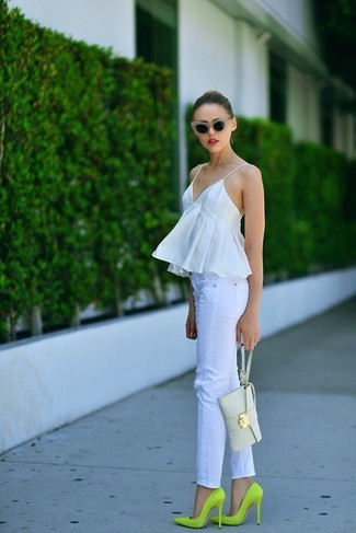 A white peplum top and white slim jeans will showcase your sartorial self. Elevate your look with green-yellow leather pumps. Seeing as it's hot outside, this combination is ideal and entirely summer-friendly.