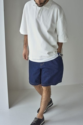 Which Oxford Shoes To Wear With Navy Shorts: The combination of a white polo and navy shorts makes this a solid off-duty menswear style. Let your outfit coordination credentials really shine by complementing this look with oxford shoes.