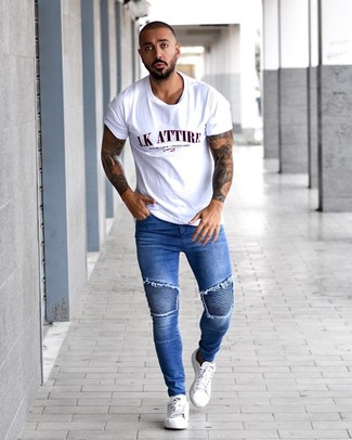 How to wear: white print crew-neck t-shirt, blue skinny jeans, white leather low top sneakers