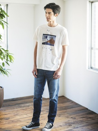How to Wear a White Print Crew-neck T-shirt For Men: Demonstrate that you do off-duty like no-one else in a white print crew-neck t-shirt and navy jeans. Throw in a pair of black and white canvas low top sneakers for maximum impact.