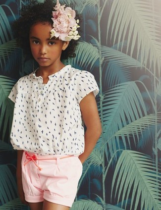 How to wear: white print short sleeve blouse, pink shorts