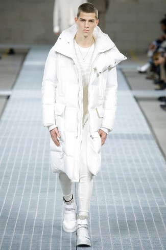 How to Wear a White and Black Puffer Coat For Men: Super dapper and functional, this relaxed casual combo of a white and black puffer coat and white sweatpants provides with variety. And if you need to immediately tone down your ensemble with a pair of shoes, why not complete your ensemble with a pair of white leather high top sneakers?