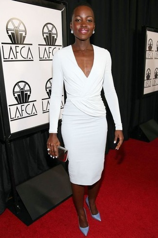 How to wear: white sheath dress, light blue leather pumps, gold clutch, white ring