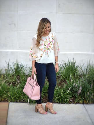 How to wear: white embroidered short sleeve blouse, navy skinny jeans, tan suede heeled sandals, pink leather tote bag