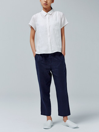 If you're a fan of classic pairings, then you'll like this combo of a white short sleeve button down shirt and navy chinos. Dress down your getup with white slip-on sneakers. This here is proof that it is indeed possible survive the summer heat, all while looking cool and fresh.