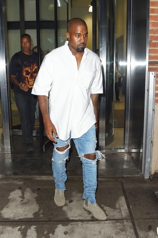 How to wear: white short sleeve shirt, light blue ripped jeans, grey suede chelsea boots